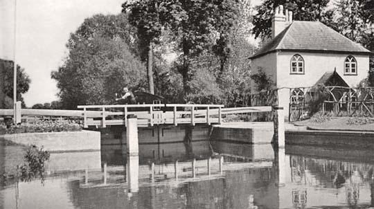 Lock at Pangbourne