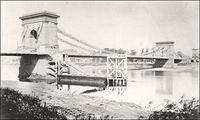 Photograph of older Hammersmith Bridge